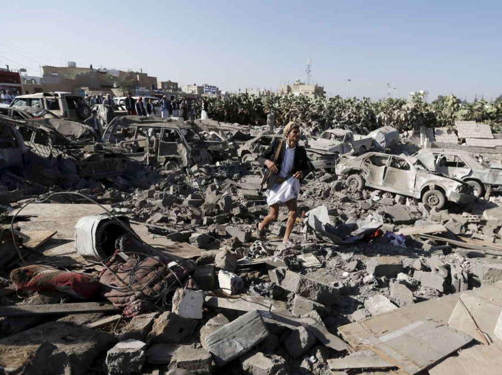 img1024-700_dettaglio2_bombardamenti-a-Sanaa-Yemen-reuters